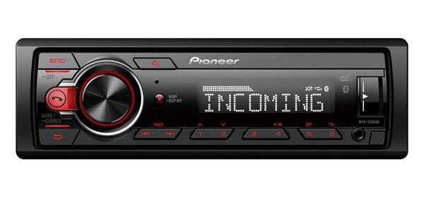 Bluetooth e DAB+ combinati, con un design a telaio corto!Questo ricevitore Bluetooth da 1-DIN e DAB combinato è molto facile da usare e controllare, grazie alla manopola Rotary di grandi dimensioni.La connettività Bluetooth consente di effettuare chiamate in vivavoce in maniera sicura e comoda, nonché di ascoltare in streaming wireless la musica dallo smartphone.L'integrazione con il sintonizzatore DAB/DAB+ consente di avere un audio digitale cristallino e una ricezione priva di interferenze. I pulsanti preimpostati integrati semplificano il salvataggio e la selezione delle stazioni radio preferite.Non c'è possibilità di errore, MVH-330DAB è un audio per auto versatile. Legge i file FLAC, è dotato di equalizzatore grafico a 2 bande, 1 uscita pre-out RCA, un amplificatore MOSFET 50 W x 4 integrato. MVH-330DAB è il compagno perfetto per chiunque desideri sperimentare le capacità di Bluetooth e DAB+ Digital Radio